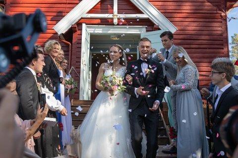 Et drøyt år har gått siden Astrid og Filip Mangen Ingebrigtsen ble viet i Mangen kapell. Nå venter paret barn.