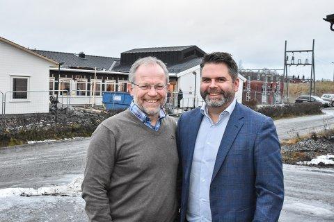 Elverksjef Geir Rismyhr (t.v.) ser fram til å få daglig leder Roar Olsen og resten av staben i Romerike Bredbånd i samme bygg som Høland og Setskog Elverk.
