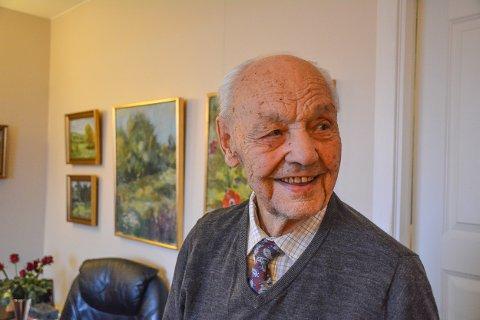JUBILANT: Gunnar Asmyhr er en usedvanlig sprek 100-åring. – Ja, jeg føler meg faktisk sprekere i dag enn for 10 år siden, sier han.