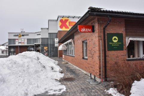 Dersom alt går etter plan skal det nærmeste bygget, som huser blant annet Høland og Setskog Sparebank og Aktiv Eiendom, rives og erstattes av et bygg som blir en del av Bjørkelangen Torg, med plass for 200 arbeidsplasser og leiligheter på toppen.