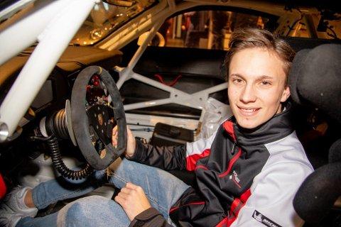 Emil Heyerdahl kan nesten ikke vente med å komme seg bak rattet på en Porsche 911 GT3 Cup-bil til den skandinaviske Carrera Cupen. (Foto: Simen Næss Hagen / Parc Fermé)