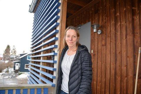 Sidsel Gulbrandsen gledet seg til å flytte fra Langstranda på Hemnes til Bjørkelangen. – Det ligner ikke meg å være så impulsiv, men jeg falt for leiligheten i Torvveien med det samme, smiler Sidsel. Nå er hun glad salget av huset på Hemnes også er i orden.