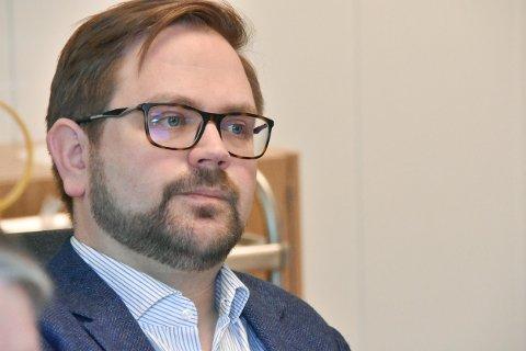 RETUR: Ordfører Roger Evjen sendte saken om Gårds- og slektshistorie for Høland og Setskog tilbake til administrasjonen.
