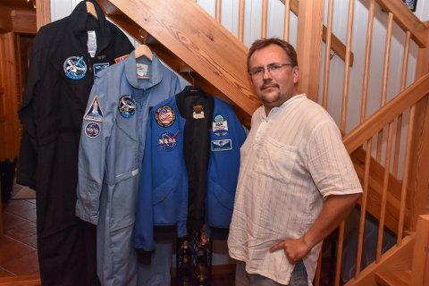Fredrik O. Solem er ikke helt som andre 49-åringer i nabolaget. Han har ekte NASA-klær i garderoben.