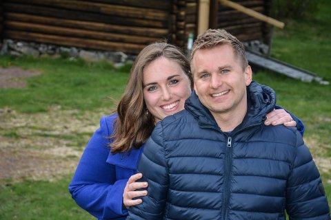 Emma Morgan og Halvard Tønneberg måtte utsette det planlagte bryllup, men gleder seg stort til å bli foreldre.
