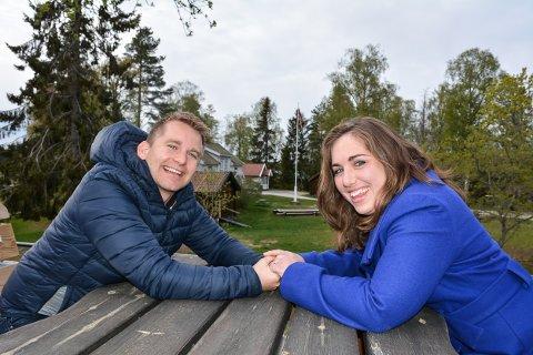 Alt er planlagt og klart. Emma og Halvard skal gifte seg i Søndre Høland kirke, spise middag på Klubbhuset på Hemnes, ta bilder her på bygdetunet og ha låvefest hjemme på Åser. Men først skal nok en sesong på Aurskog-Høland bygdetun gjennomføres.