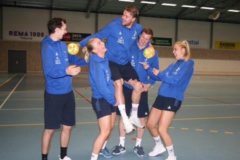 PROFFE: Simen Schønningsen hadde tatt med flere proff-venner som trenere på håndballskolen.