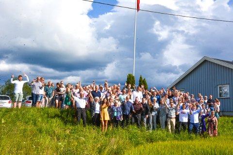 STEVNE: Eng/Engh-slekta i Høland hadde slektstevne på Rakstad på Løken. Over 150 møtte fram! Foto: Anne Enger Mjåland