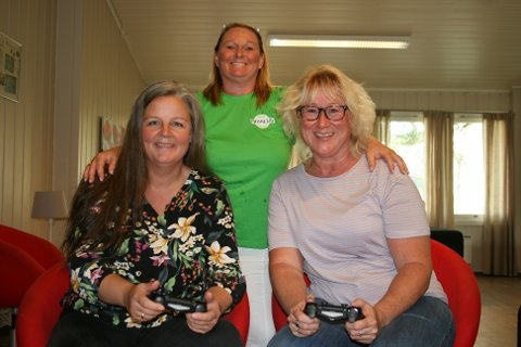 JOBBER FRIVILLIG: Disse damene håper på at flere i lokalsamfunnet kan bli med å bidra til fritidsklubben på Sørumsand. Fra venstre: Jane Bråthen, Mette Flaen og Tonja Orderud.