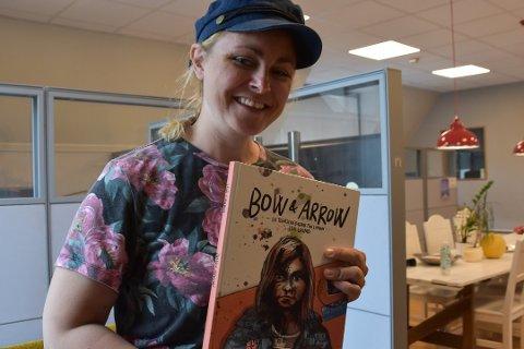 KOMMER HJEM: Ida Larmo er aktuell med boka Bow and Arrow: En tegneseriedagbok fra London. Mandag 9. september kommer hun hjem til Bjørkelangen. FOTO: VILDE AURORA DREVLAND KLYVE