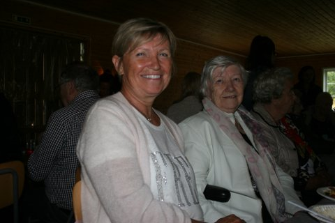 FORNØYDE: Margareth Tamburstuen og moren Helene Husvik er fornøyd med dagens opplegg.