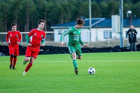 SKAL KJEMPE: AFSKs spillende trener, Robert Jan Krolikowski, er klar på at gutta skal gjøre alt de kan for å beholde plassen i 5. divisjon.