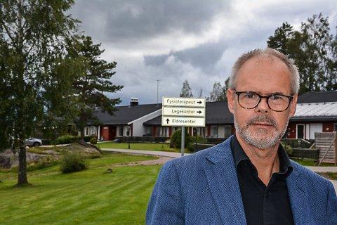 FORNØYD: – For all del, jeg kritiserer ikke maten fra sentralkjøkkenet i Aurskog, men mat rett fra grytene må være bedre. Vi hadde heller ikke valgt Fjordland hvis vi hadde fått velge på øverste hylle, sier ordfører Thor Håkon Ramberg.