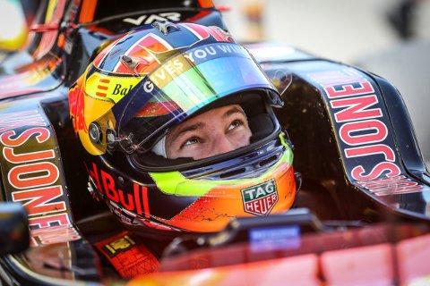 I helgen avgjøres det tyske Formel 4-mesterskapet. Dennis Hauger fra Aurskog kan vinne sammenlagt.