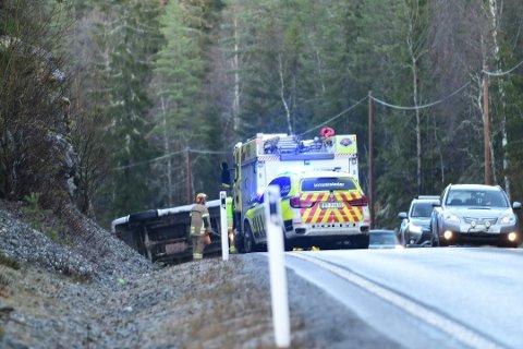 En bil havnet på siden i nærheten av Heia på fylkesvei 170 søndag formiddag. Foto: Vidar Sandnes