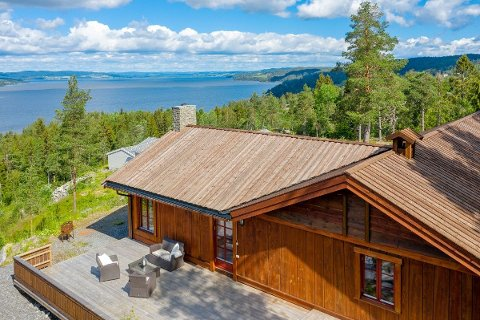 UTSIKT: En kan se utover Øyeren fra boligen.