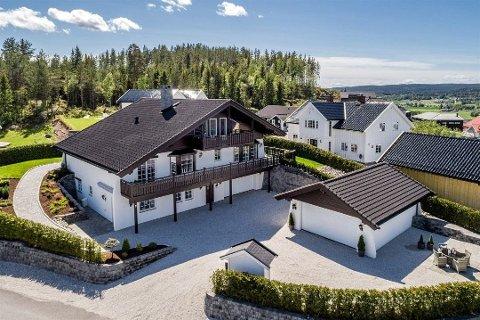 Lav interesse: Det viser seg vanskelig å få solgt tyrolerboligen på Bjørkelangen.
