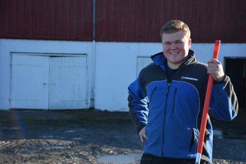 Sander Hagen kjøpte Rakstad Nordre på Løken i månedsskiftet oktober/november. I fjøset var det 50 dyr med stort og smått. Nå har han investert i flere dyr.
