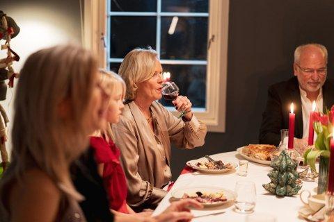 – Det vi vanligvis drakk på julebord, vennemiddager og liknende – flyttes hjem innenfor husets fire vegger. Hvor vi er sammen med familien vår, og barna våre, sier Randi Hagen Eriksrud, generalsekretær i Av-og-til