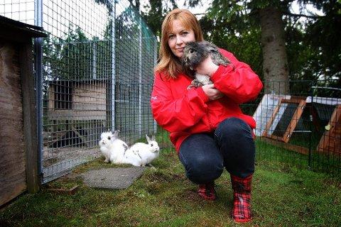 KORONAØKNING: Flere har kjøpt dyr på impuls. Nå vil Hege Johansen gi dyrene de får inn en ny sjanse.