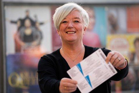 – HVEM EIER DISSE BILLETTENE?: Spørsmålet kommer fra Guro Hovind Berntsen, som solgte billettene til ekteparet i 70-årene fra Aurskog-Høland.