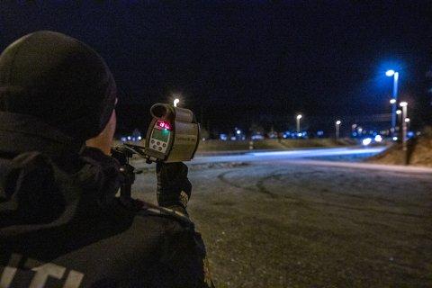 Av totalt 200.000 bøter i 2019, var 182.373 bøter for for høy fart. Bildet er hentet fra en fartskontroll på Åkrenesletta.