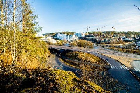 VARMT: I Lørenskog var det grønt og snøfritt da Norges første innendørs skianlegg åpnet i midten av januar. Foto: Stian Lysberg Solum / NTB scanpix