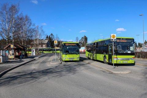 SNART STOPP: Fortsatt går busstrafikken på Romerike, men Ruter taper nå 80 millioner kroner i uka og trenger krisepakke.