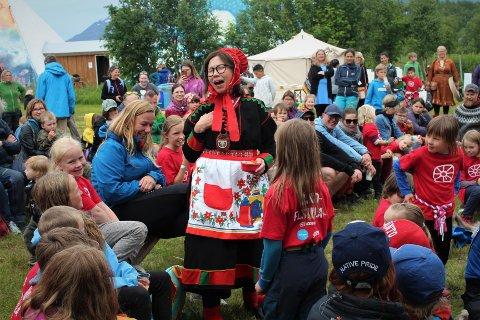 Talkshowet Skole-Petter Anna presentert i Kåfjord i forbindelse med Riddu Riđđu-festivalen, 2019. Foto: Edel Olsen,