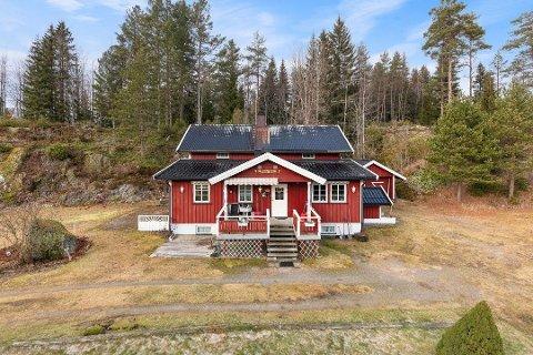 Jan A. Mærli  og kona Norhild Algum flyttet fra dette huset på Setskog til i leilighet i Aurskog for en god stund siden. Nå er endelig hussalget i orden.