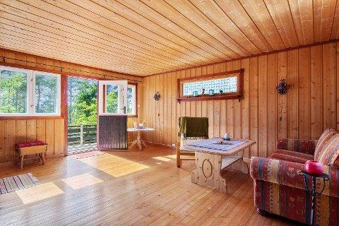 – Vi har hatt veldig god respons på denne hytta, sier eiendomsmeglerfullmektig Ellen Celine Heireth. Foto: DNB Eiendom