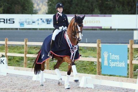 – Rio gjør akkurat det han får beskjed om, sier Mathilde om hesten sin. Med totalt 215.578 poeng ble det en solid seier i årets mesterskap.