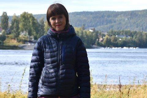 LIVET ER BEST UTE: For å koble av, går lokalpolitiker Eline Stangeland helst ut. Hun gleder seg til snøen kommer. Da kan hun både gå på ski – og måke snø.