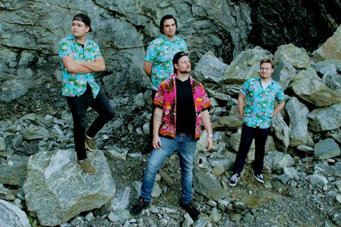 SLIPPER SKIVE: Til våren kommer rockebandet Slapdogs med sitt aller første album. Bakerst fra venstre: Atle Sandem (22), Victor Sundt Torgerstuen (22) og Joel Vestli (20). Foran: Thomas Osrønningen (25).