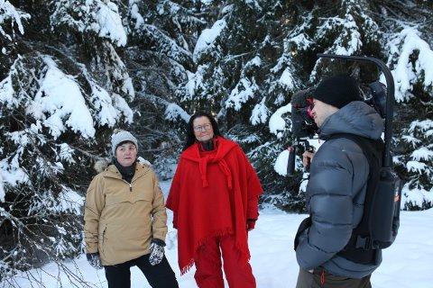 Kjersti Teig og Tittin Foss-Haneborg i organisasjonen Hjemløse Katter på Løken møtte reporter Ina-Kristin Lindin i Åsted Norge og programmets faste fotograf Espen Storsve på Grorudfjellet.
