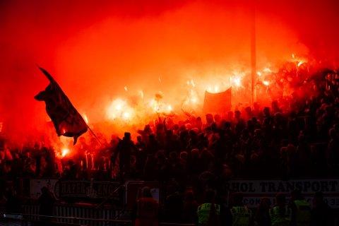 RUNDE 17: Etter ett år skal LSK igjen møte Vålerenga i eliteserien. Hjemmekampen på Åråsen spilles etter planen 31. juli eller 1. august. Her fra tilsvarende oppgjør i 2019.