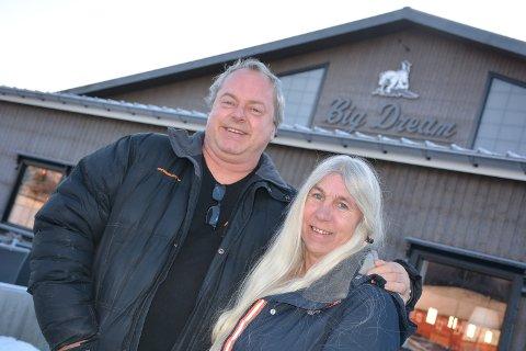 Ann Kristin Holtet og Axel Borsheim starter nytt spisested til sommeren, her ved Big Dream Arena.