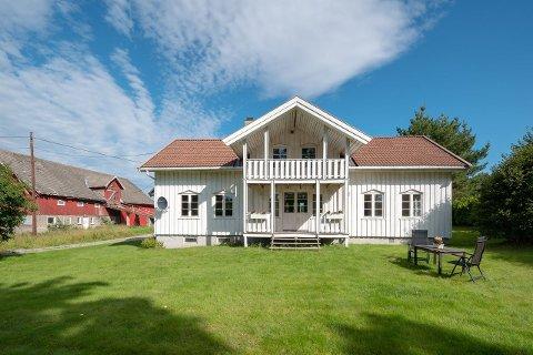 Boligen er ifølge eiendomsmegler Kenneth Sverre pen utvendig, men med behov for oppgradering innvendig.