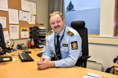 ÅPNER OPP: Politikontorene gjenåpner, blant annet her ved lennsmannskontoret i Aurrskog-Høland. Det gleder tjenestestedsleder Per Stenslet.