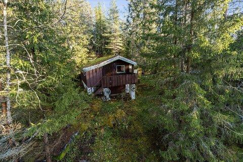 Denne hytta har fått en prisantydning på 150.000 kroner.