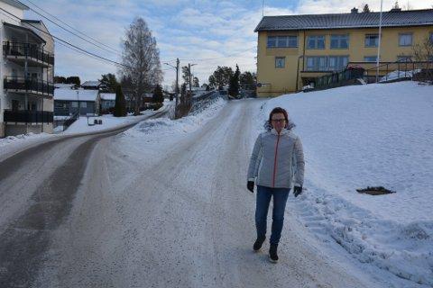 Denne bakken er for bratt for beboere i omsorgsboliger, mener Stine Mathea Nærby.