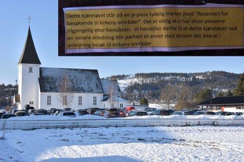 Ti plasser er reservert til besøkende ved Bjørkelangen kirke, men flere av dem viser seg stadig å bli okkupert i lengre tid.