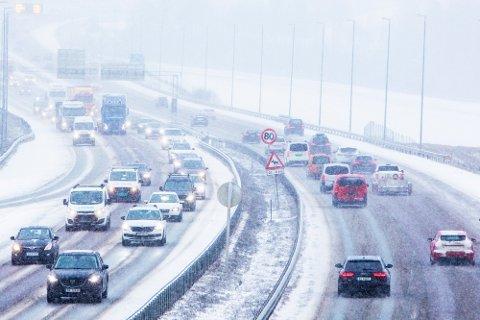 GLATT: Det kan blir perioder med isete veier til uka, advarer meteorologen.