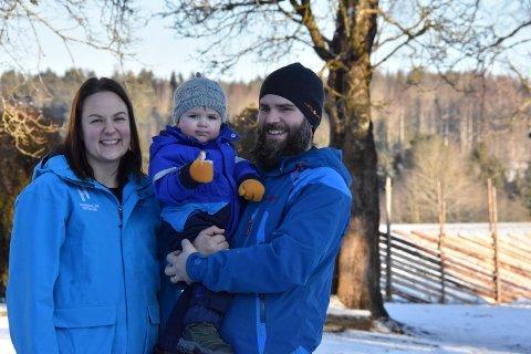 Tove Sabel-Thorängen og Edvin Næss Sabel-Thorängen har bosatt seg på Løken med sønnen Levi.