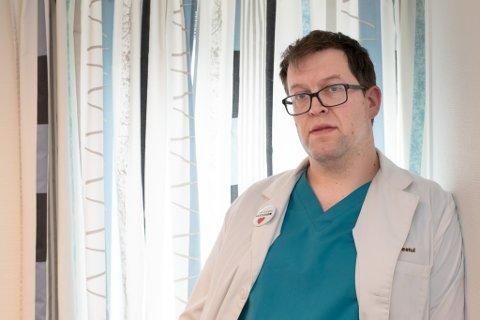 FORSTÅR BEKYMRINGEN: Kommunelege Hans-Christian Myklestul forstår at mange helsearbeidere er bekymret for å ta AstraZeneca-vaksinen.