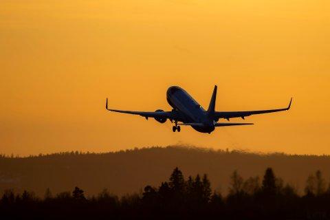 Et fly fra Norwegian letter fra Oslo lufthavn.