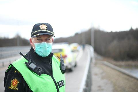 DØDSULYKKE: Innsatsleder Ketil Lund i Øst politidistrikt, bekrefter søndag ettermiddag at sjåføren som var innblandet i mc-ulykken er død.