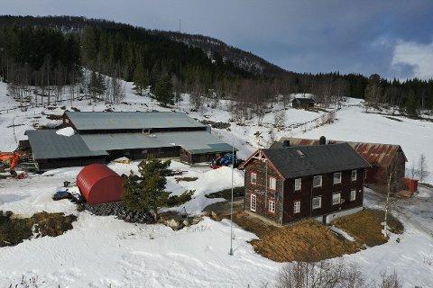 TIL SALGS: Landbrukseiendommen på Kvikne er til salgs med en prisantydning på 4,65 millioner.