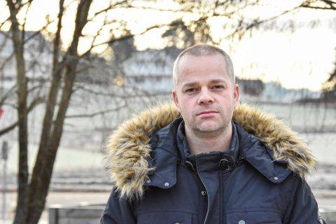 Steinar Ottesen har stammet, – eller slitt med taleflyten som det korrekt heter, hele livet. God hjelp har vært avgjørende for den sentrale lokalpolitikeren.
