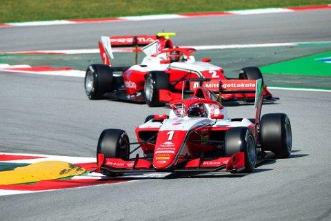 SATSET OG TAPTE: Dennis Hauger var på vei mot andreplass og sammenlagtledelse i årets Formel 3-serie, men torpederte alt da han kræsjet med ledende Matteo Nannini i forsøket på å passere ham.